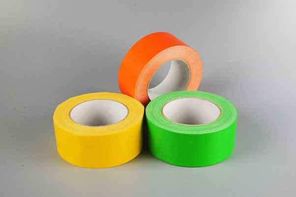 三卷不同颜色大小相同的布基胶带