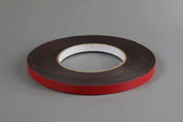 一卷红色泡棉胶带