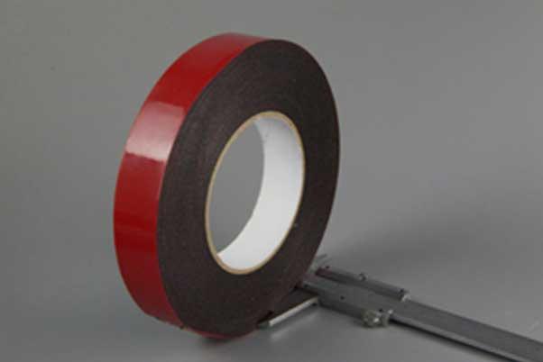 用卡尺测量泡棉胶带