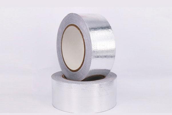 两卷玻纤布铝箔胶带摆放