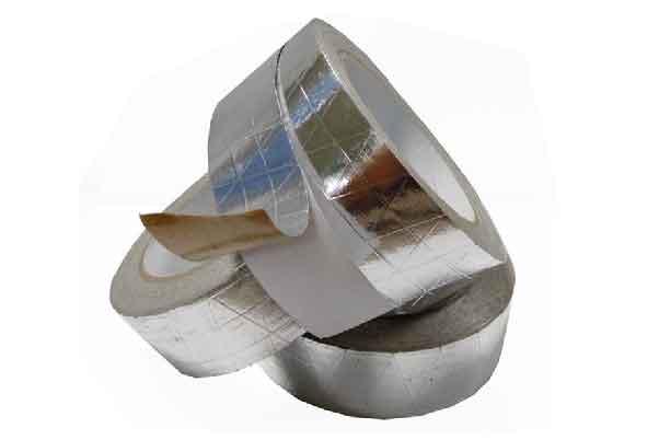 不规则的摆放3个夹筋铝箔胶带