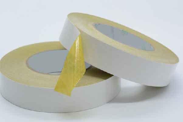 双面绵纸胶带放在桌子上