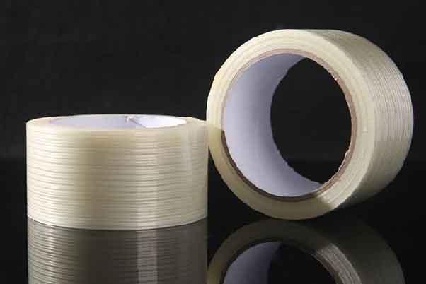 两卷透明的纤维冰箱胶带